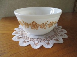 Pyrex Butterfly Gold Nesting bowl #402 1.5 Quart - $25.00