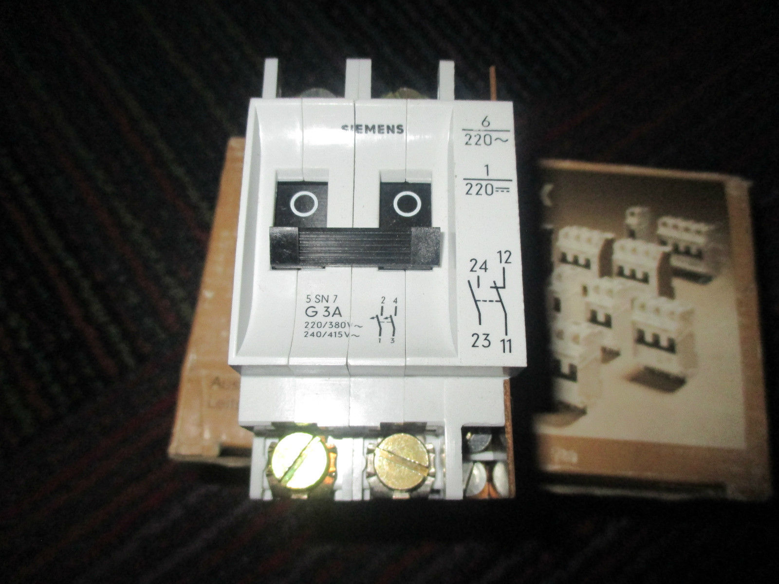 New Siemens 2 Pole With Auxiliary Contact And 16 Similar Items 5a Mini Circuit Breaker 5sn7 G3a