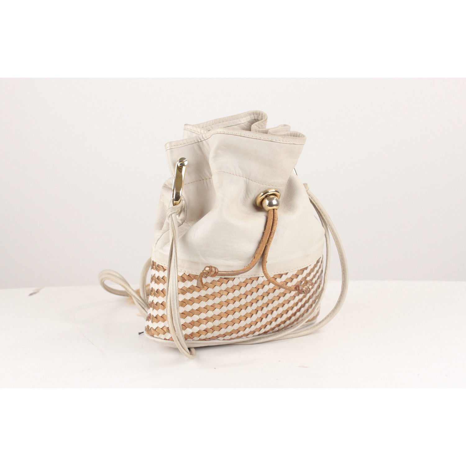 a53e481c3e4 ... Authentic Gucci Off White Vintage Drawstring Bucket with Woven Panel ...
