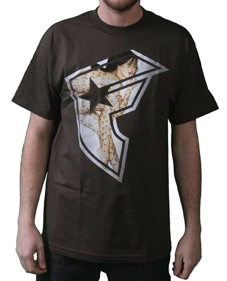 Famous Stars & Straps Uomo Cioccolato Tf Fare. T-Shirt S 104484 Travis Blink182
