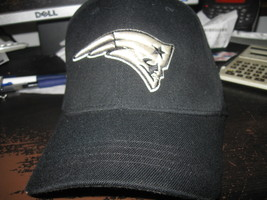 NE PATRIOTS REEBOK FLEXFIT HAT EMBRIODED! SUPER BOWL CHAMPIONS! SALE! - $7.99