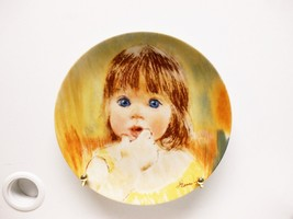 "Knowles ""Fascination"" Collectors Plate 1985, #11219B - $29.70"