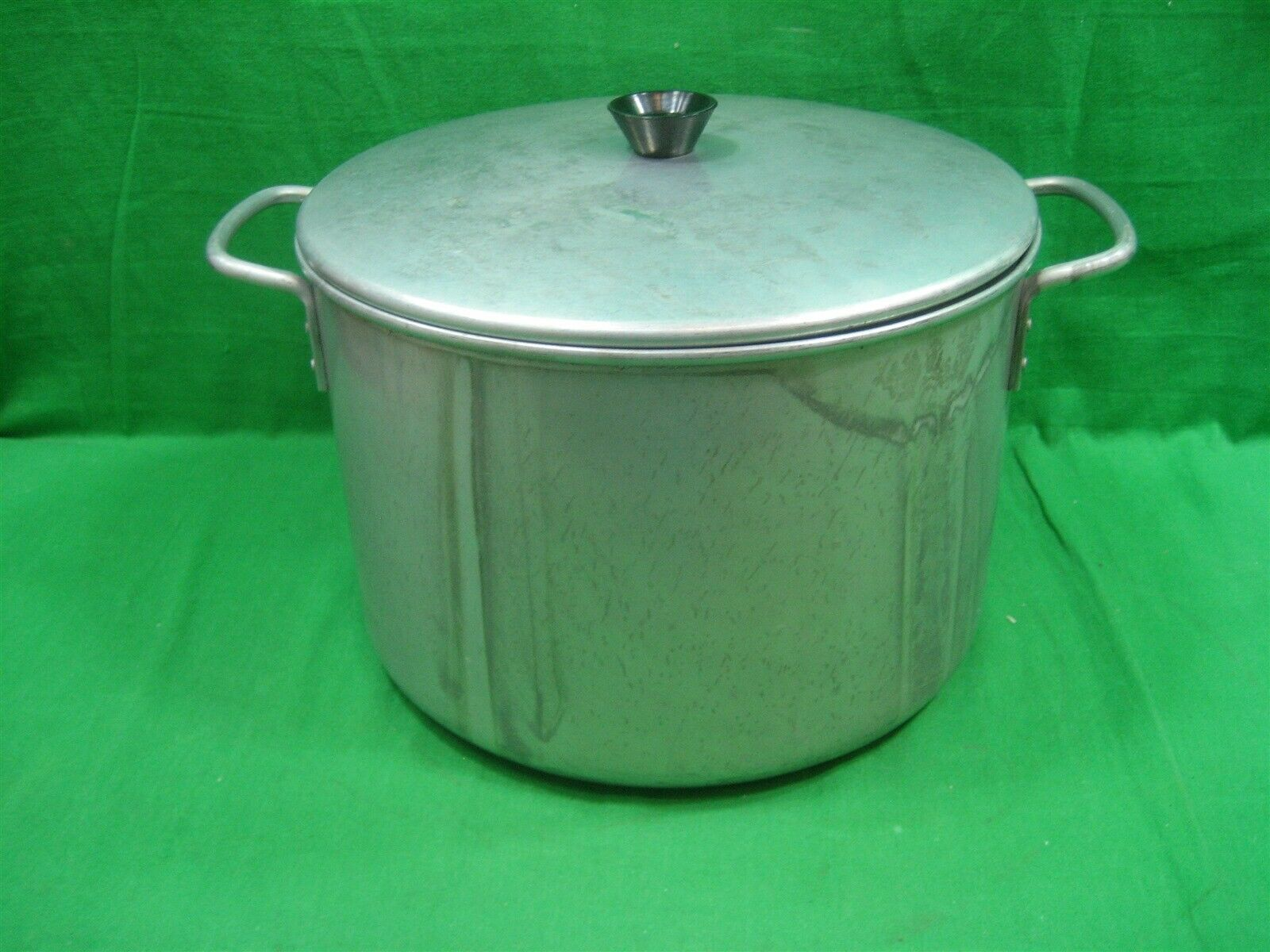 "Primary image for Vintage Large Aluminum Round Stock Pot & Lid 9"" Tall 11"" Diameter"