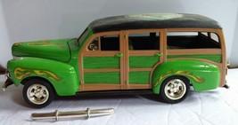 AMT ERTL 1941 Ford Woody Wagon Custom Model Car Junkyard Lot 1/25 - $17.59