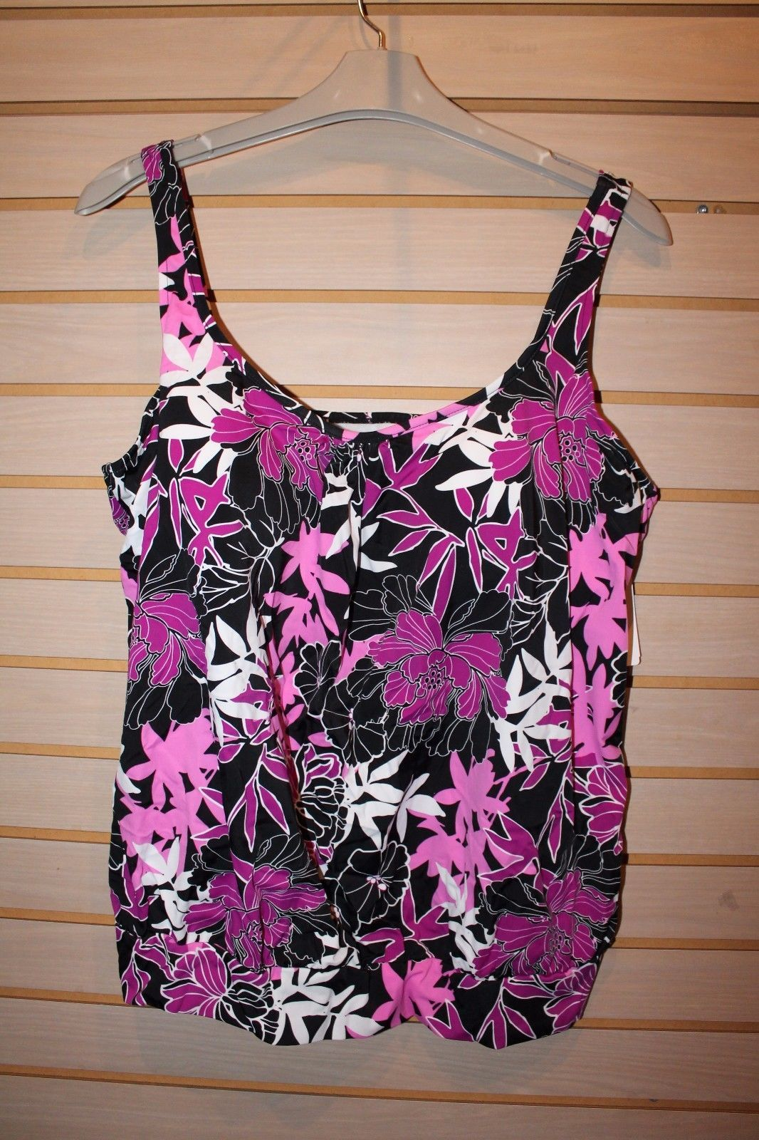 Primary image for NEW WOMENS PLUS SIZE 20W UPSTREAM FLORAL TANKINI BATHING SWIMSUIT TOP BLK & PINK