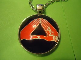Red Hands Triangle Cabochon Necklace (12092) >> Combined Shipping - $2.75