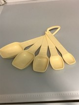 Tupperware Set of 5 Ivory Colored Measuring Spoons 1268-4 INCOMPLETE Rep... - $11.29