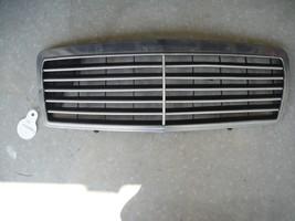 1996 1997 1998 1999 Mercedes E300 E329 E430 front grille 2108880123 Used - $38.50