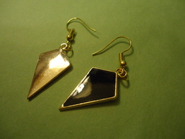 EARRINGS              ITEM # 8301       COMBINED SHIPPING - $3.75