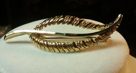 "Vintage Jewelry:2 1/2""x  7/8"" Gold Tone Leaf Brooch  2016062710 - $6.92"