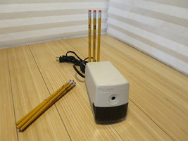 BOSTON Model 19 Beige Electric Pencil Sharpener Made in USA With 10 Pencils - $23.09