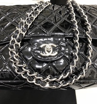 AUTHENTIC CHANEL BLACK QUILTED PATENT LEATHER JUMBO CLASSIC FLAP BAG SHW image 5