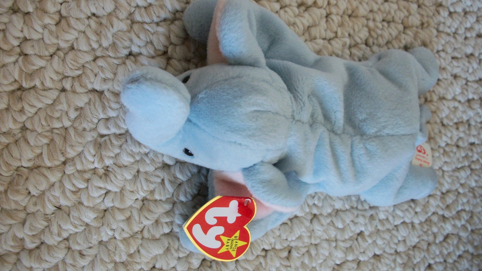 Peanut from the TY Beanie Babies Collection (#0661).