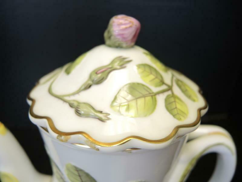 Royal Worcester 4 Cup Tea Pot - The Blind Earl Pattern image 2