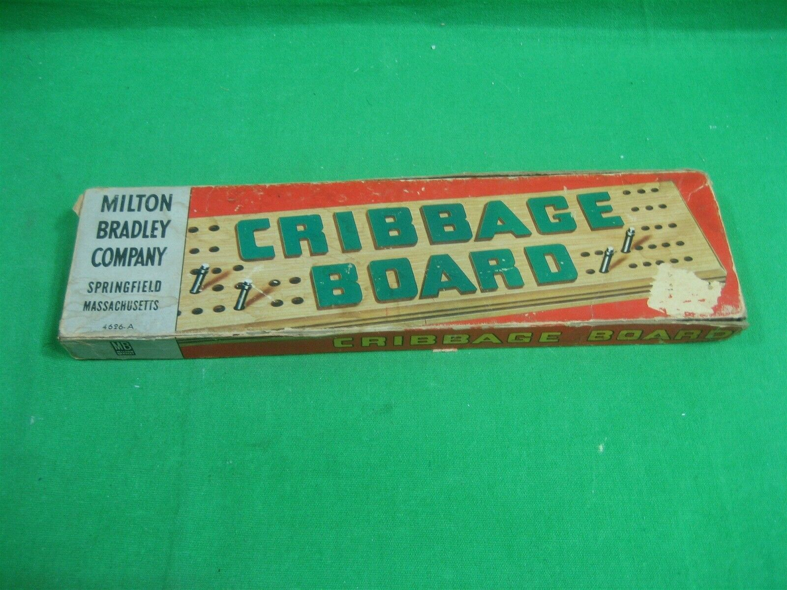 Vintage Cribbage Board ~ Milton Bradley Co. ~ 4626-A ~ Original Box ~ 1960's - $12.16