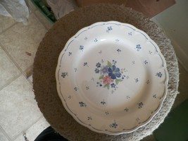 Nikko Dauphine dinner plate 16 available - $10.25