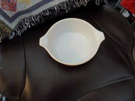VINTAGE PYREX BUTTERSCOTCH CASSEROLE DISH #472 1-1/2 PT EUC - $20.00