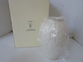 "LENOX CHINA MASTERPIECE MEDIUM FLORAL VASE 8"" NEW IN BOX - $19.75"