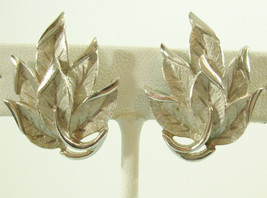 Vintage Crown Trifari Leaf Cluster Satin n Shiny Silver Plate Clip on Earrings - $14.36