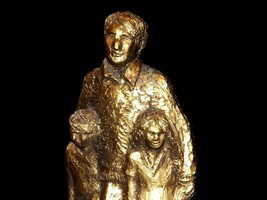 Bruce Fox Statuette of Man and his two children AA19-1636 Vintage USA image 2