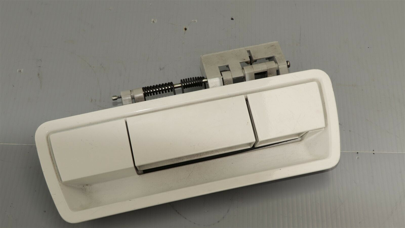 04-12 Nissan Armada Rear Hatch Tailgate Liftgate Trunk Exterior Door Handle WHT