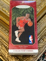 1999 HALLMARK KEEPSAKE ORNAMENT SCOTTIE PIPPEN CHICAGO BULLS HOOP STARS ... - $11.25