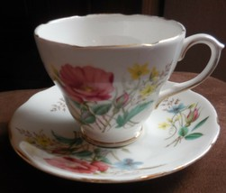 ROYAL SUTHERLAND FINE BONE CHINA TEA CUP SAUCER ROSES GOLD TRIM MADE IN ... - $17.83