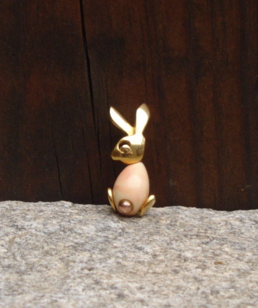 Vintage Crown Trifari© Pink Coral Jelly Belly Bunny Rabbit Pin Brooch