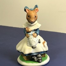 Franklin Mint Woodhouse Mouse Figurine Porcelain Mice 1985 Lucinda Doll Crate Fp - $19.75