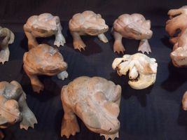 (11) VARIOUS VINTAGE HAND CARVED INDONESIAN WOOD FROGS image 3