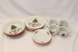 Kopin Xmas Pleasure Dinner Plates Scalloped Rim Lot of 16 - $97.02