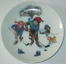 Avon Breaking The Ice Mini Plate Winter Wonderland  Series 1986 with box - $12.19