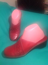 Clarks 7M Women's Red Leather W/CUTOUTS Wedge Clogs Slides Mules 78434 Shoes - $29.69