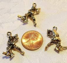 HOCKEY PLAYER FINE PEWTER PENDANT CHARM - 18mm L x 24mm W x 5mm D image 3