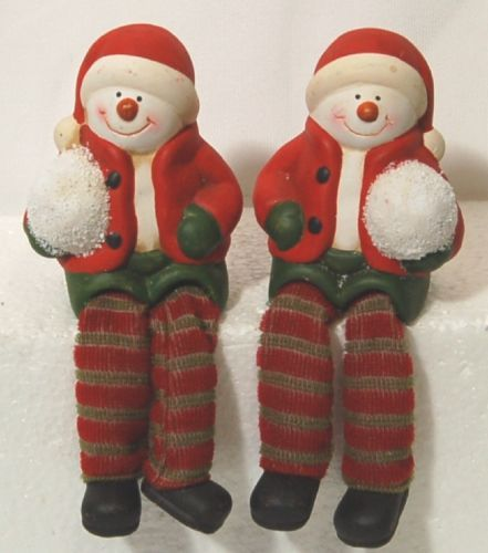 Unbranded 51696 Dangling Feet Snow Kid Set of 2 Colors Red Green White Brown