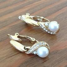 Vintage 1990s Trifari Faux Pearl & Clear Rhinestone Dangle Earrings Gold Tone - $18.69