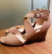 Nine West Womens Shoes Size 8.5 Tan Textile Upper Sandals Wedge Heels Be... - $477,13 MXN