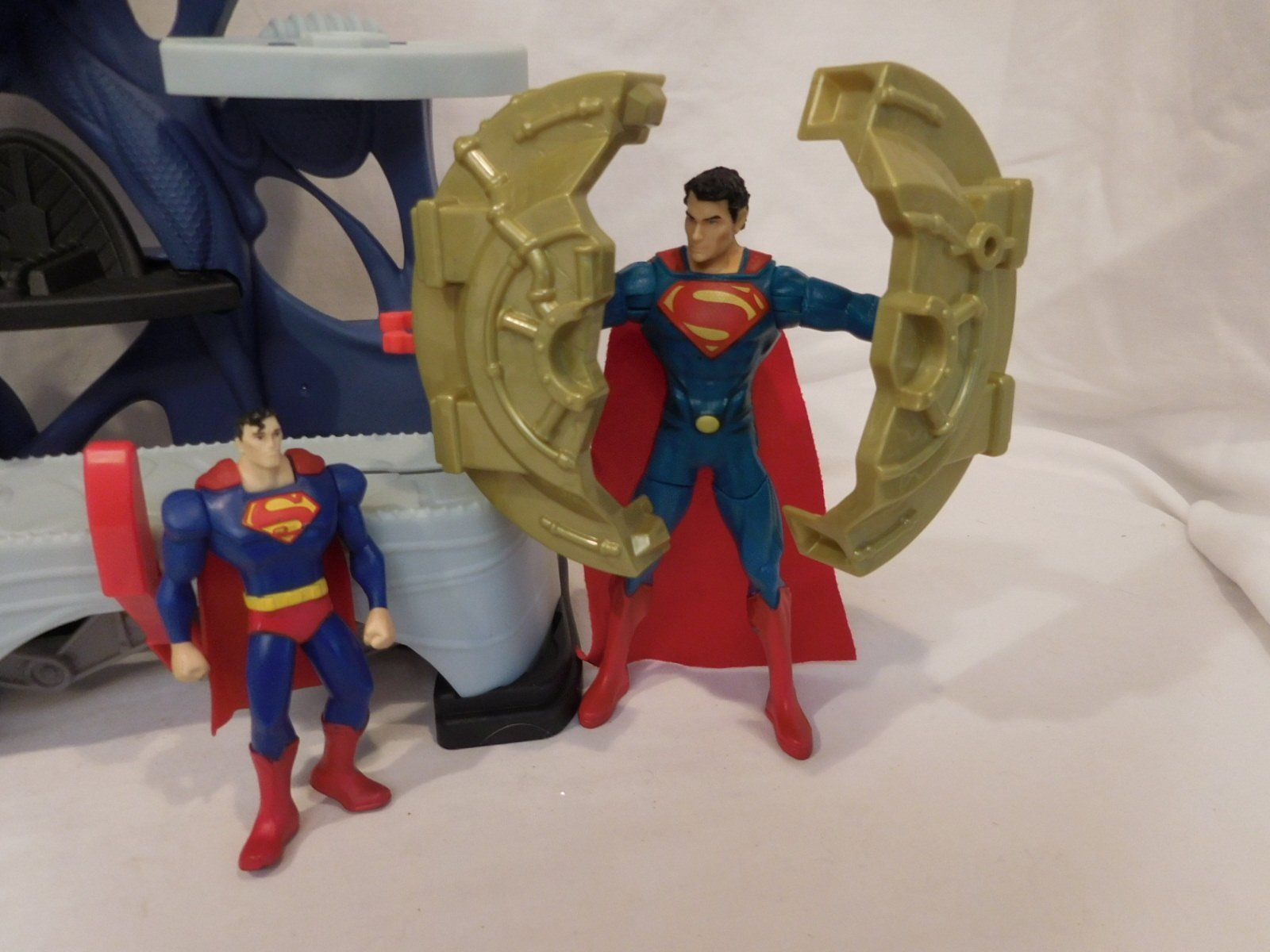 """DC Comics  Superfriends Superman Playset + 6"""" Tire Spinning Action Figure + More"""