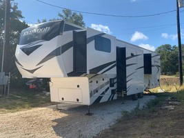 2020 REDWOOD 3951MB FOR SALE IN Spring Branch, TX 78070 image 3