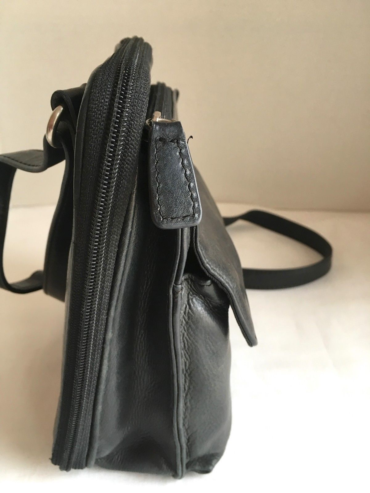 b594a2bf2bbf Fossil SL8751 Vintage Black Leather Cargo Organizer Cross-Body Bag MANY  Pockets