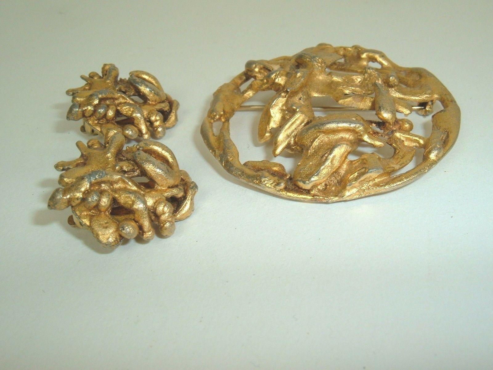 HATTIE CARNEGIE Set  Mod Metal Circle Gold tone vtg Brooch Pin & Clip Earrings