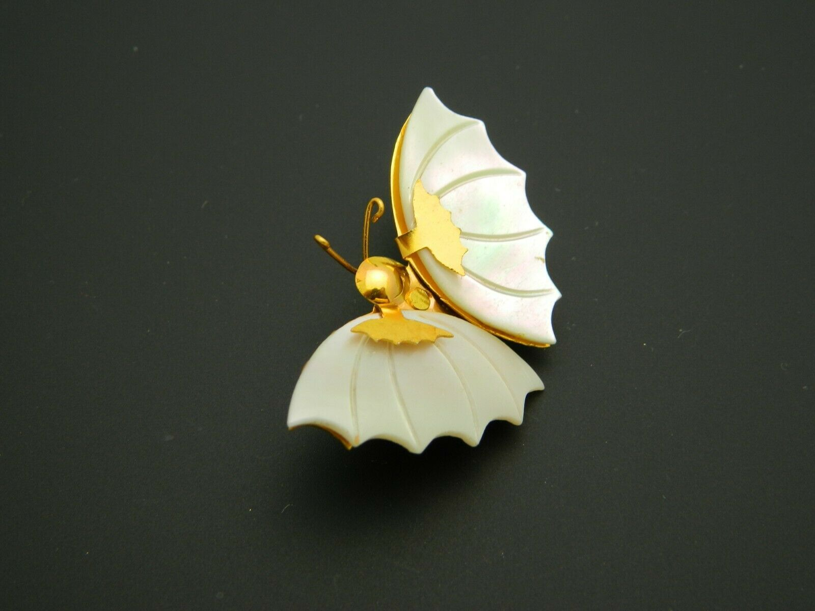 Mother of Pearl Gold Tone Butterfly Pin Brooch Vintage image 3