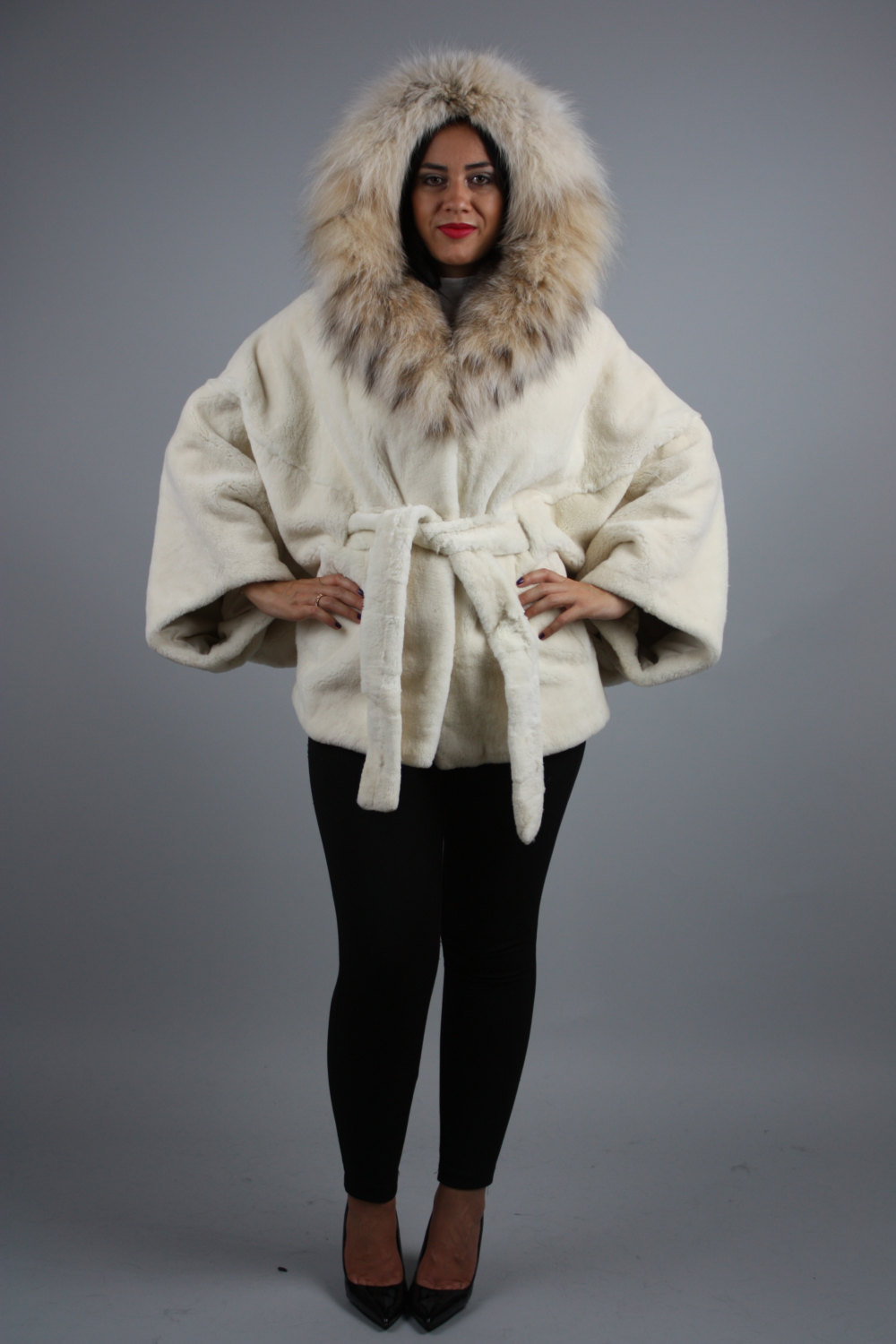 Luxury gift / Pearl Nutria  fur cape/  Full skin/With hood inside Fox / Wedding, image 1