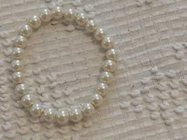 "7""VINTAGE WEDDING OFF WHITE ENAMELED GLASS FAUX PEARL STRETCH BRACELET,1... - $7.91"