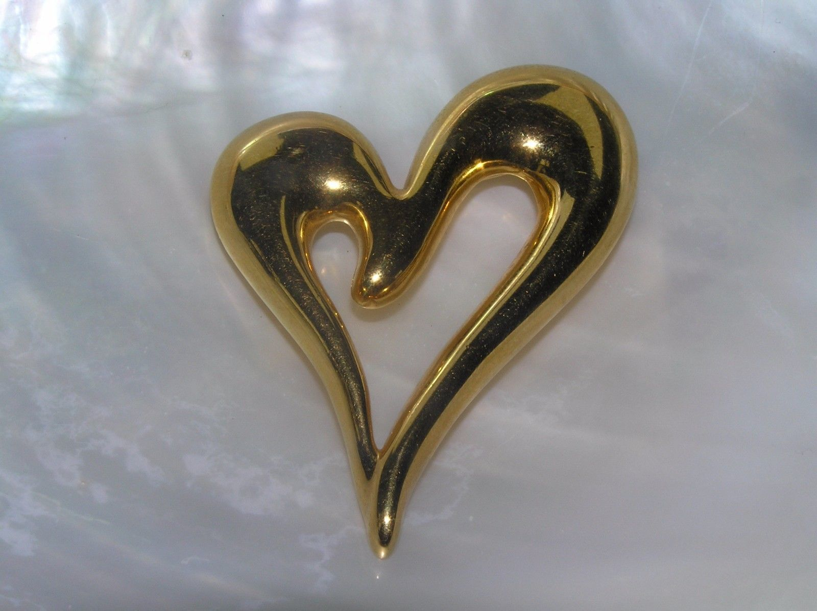 Estate Monet Signed Goldtone Open Slanted Swirly Valentine Heart Pin Brooch –