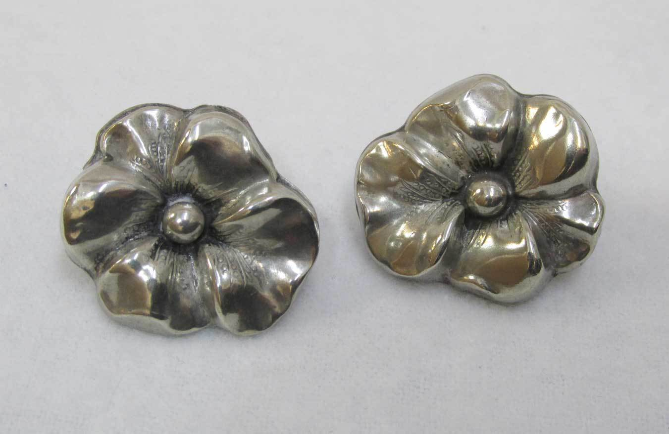 Primary image for Pansy Screw Back Earrings Sterling Silver .925 Repousse Raised Flower Vintage