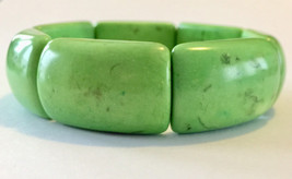 Green apple dyed agate stone beaded vintage stretchy bracelet - $9.00