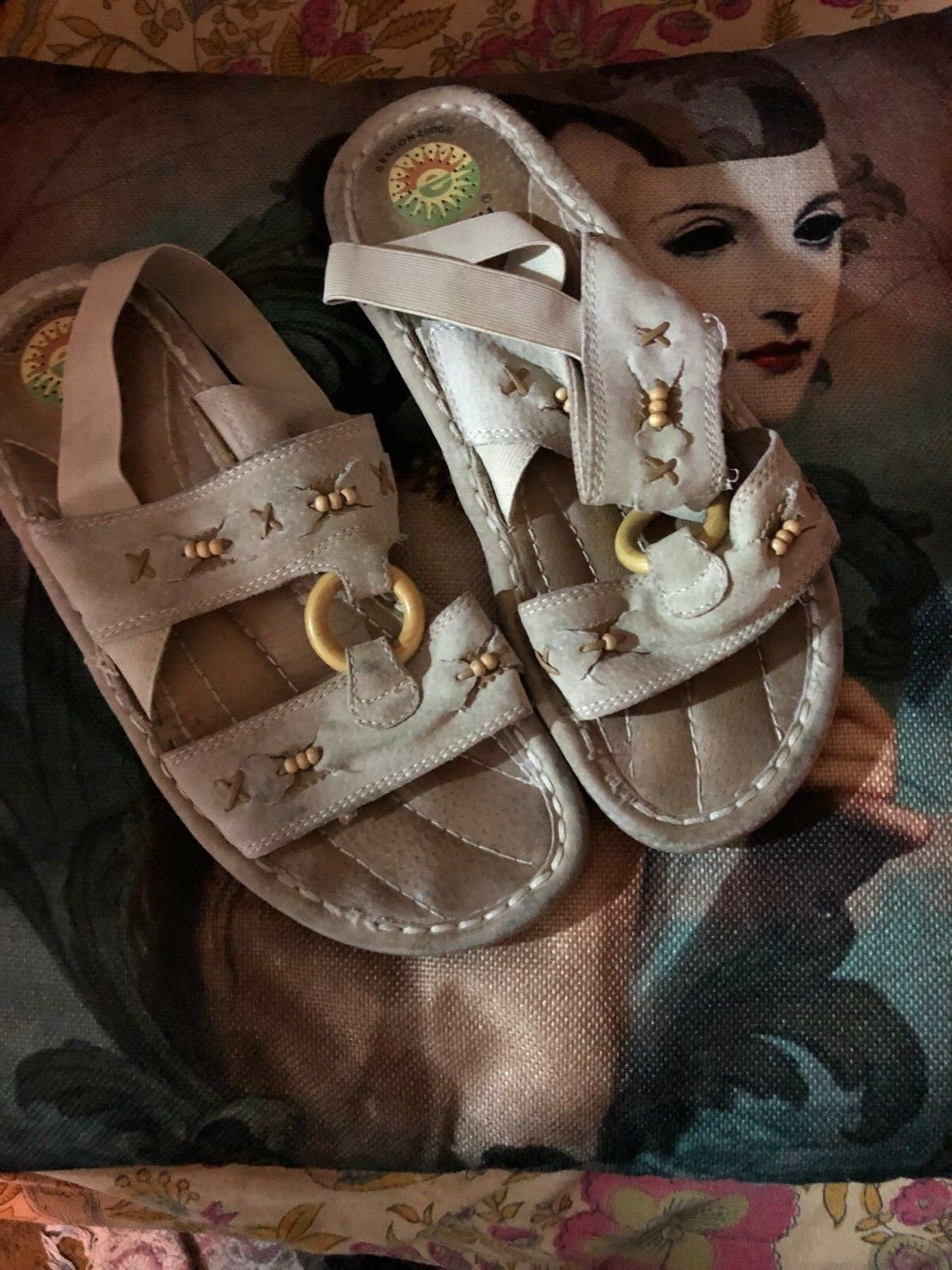 EARTH SPIRIT Gelron 2000  Sweet Khaki Leather Sandals Size 81/2