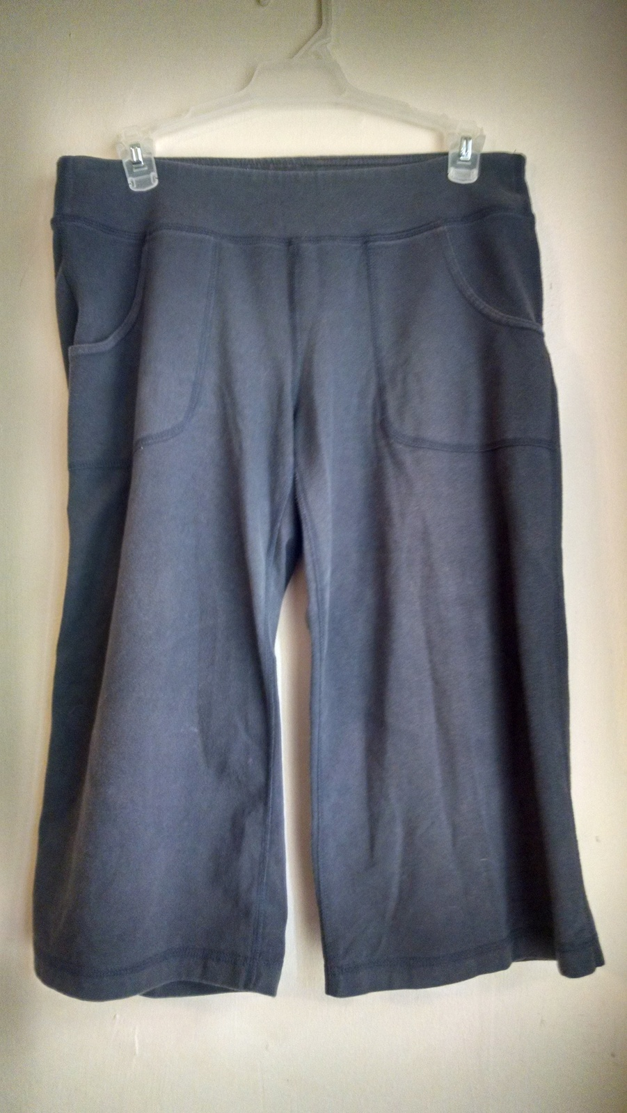 Women's old Navy gray med capris ras522