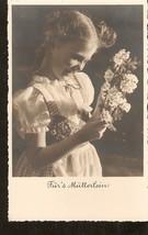 photo Carte postale Allemagne Fille avec fleur Pour la mère Walter Flech... - $2.46